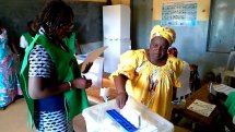 <multi>[fr]Les femmes se mobilisent pour les élections 2015 au Burkina Faso[en]Women mobilized for the 2015 elections in Burkina Faso</multi>